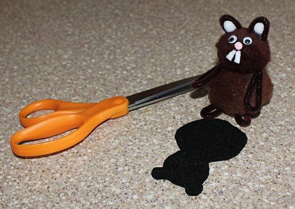 make a groundhog shadow