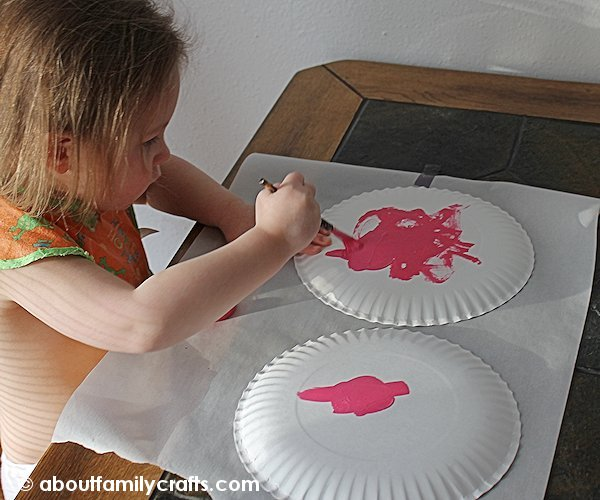 Paint the Plates to Make a Heart Pocket
