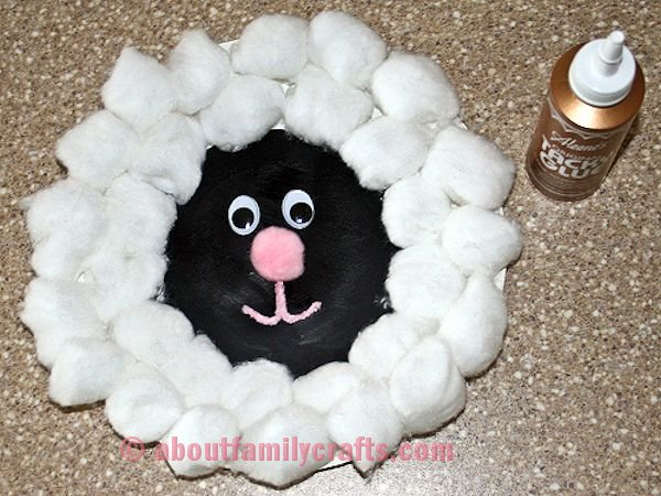 Make the Paper Plate Lamb Face & How to Make a Paper Plate Lamb \u2013 About Family Crafts