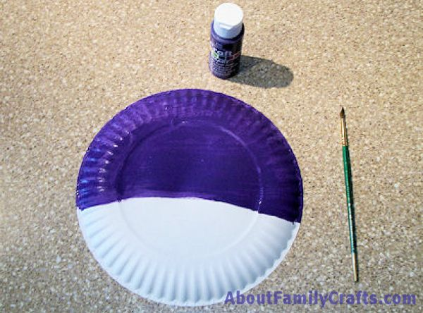 Paint Half the Paper PLate for Mardi Greas Mask & How to Make a Paper Plate Mardi Gras Mask u2013 About Family Crafts