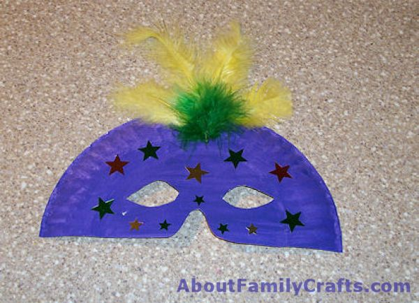 How to decorate your mardi gras mask