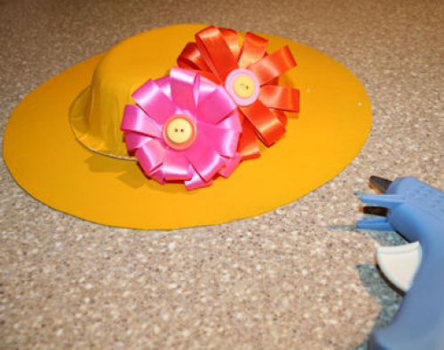 How to glue flowers to Easter bonnet