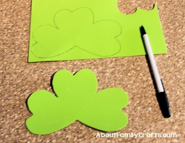 How to trace second shamrock