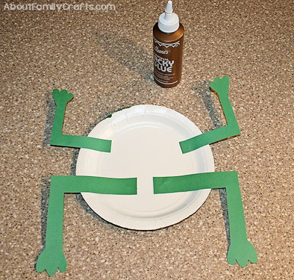 How to glue legs to paper plate