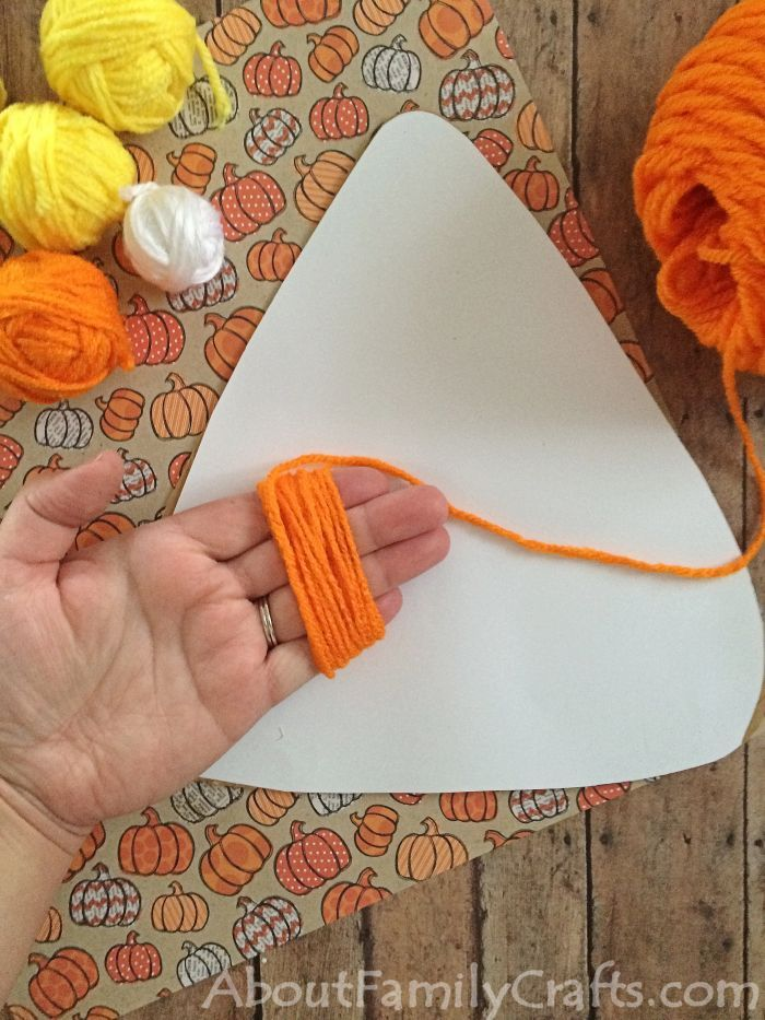 How to wrap yarn around your fingers